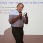 Dr. Heinecke sprach über social entrepreneurship.